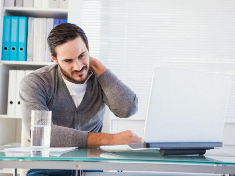 man-sore-neck-ergonomics-risk-factors-healthworks-ergonomics